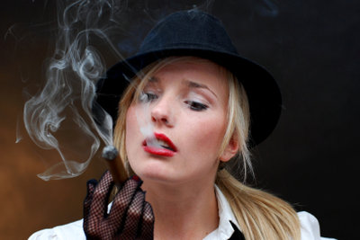 Eine Mafia-Frau sieht vor allem sehr verführerisch aus.
