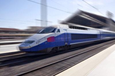 ICE Sprinterzüge sind schneller und halten weniger häufig.