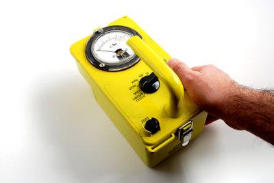 Ein Geigerzähler zeigt radioaktive Strahlung an.