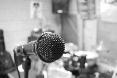 Kreative Künste und stimmliche Beherrschung gehören zum Job des Synchronsprechers.