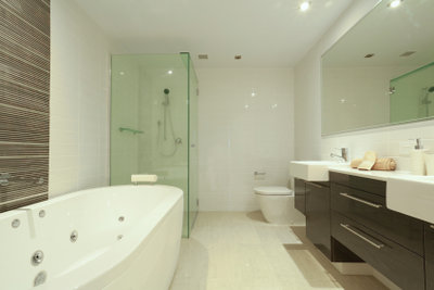 Eine ebenerdige Dusche birgt zahlreiche Vorteile.