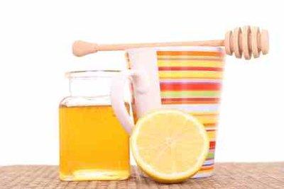 Tee mit Honig ist gut bei Heiserkeit.