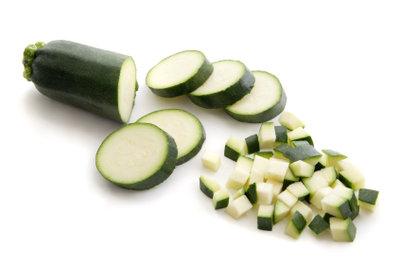 Rohe Zucchini enthalten die meisten Nährstoffe.