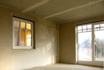 Bei Vliestapeten kommt der Kleister direkt an die Wand.
