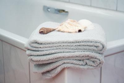 Peinliches Aufeinandertreffen im Badezimmer