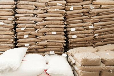 Zement wird in Deutschland lose und im 25-Kg-Sack verkauft.