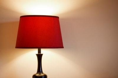 Lampenschirmgestelle lassen sich auch selbst herstellen.