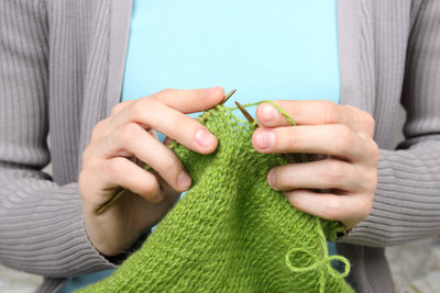 Es gibt viele Möglichkeiten, einen Saum zu stricken.