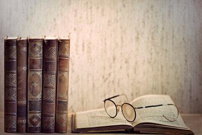 Früher wurden Bücher in Leder fest gebunden.