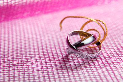 So gelingt der Heiratsantrag mit Ringübergabe.