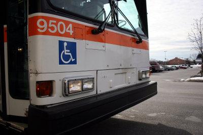 Alternativ zur Kfz-Steuererleichterung können Behinderte den Nahverkehr ermäßigt nutzen.