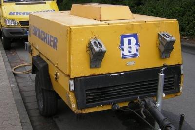 Mit einem Dieselgenerator wird Strom erzeugt.