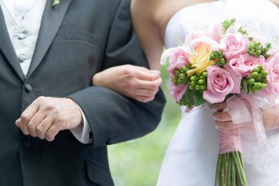 Der Vater führt die Braut nicht nur zum Altar, er hält oft auch eine Rede.