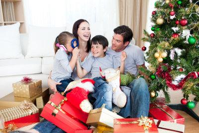 Unterhaltungsspiele an Weihnachten machen allen Spaß.