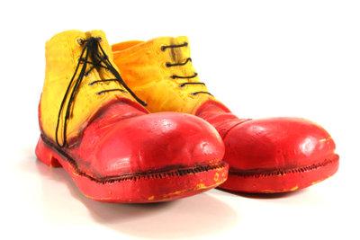 Bei der lustigen Simpsons-Verkleidung dürfen die richtigen Schuhe nicht fehlen!