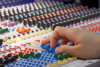 Radiosprecher absolvieren meistens ein Volontariat.