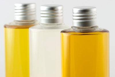 Jojobaöl sollten Sie als kaltgepresstes Öl kaufen.
