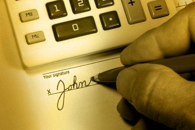 Antrag auf Rente mit Unterschrift abschicken.