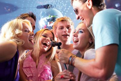 Karaoke kommt aus Japan und ist dort sehr populär.
