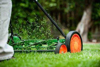 Ein mechanischer Rasenmäher ist robust.