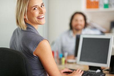 Verwaltungsfachangestellte - Arbeitsplatz Computer.