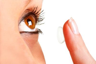 Kontaktlinsen müssen gepflegt werden.