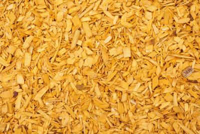 Holzbriketts werden aus gepressten Spänen hergestellt.