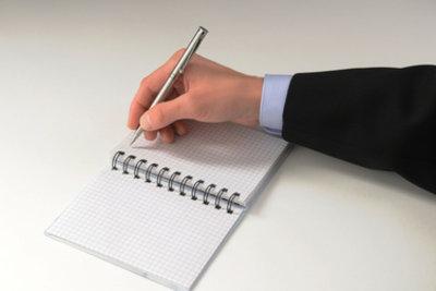 Wer einen Bericht schreibt, muss die richtige Zeitform verwenden.