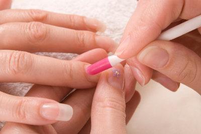 Gepflegte Fingernägel - ein Muss für jede Frau.