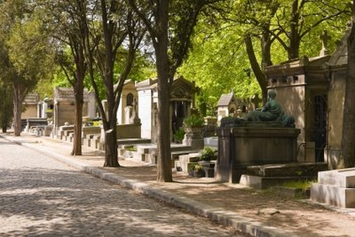Grabbeschriftung gehört zur Friedhofskultur.