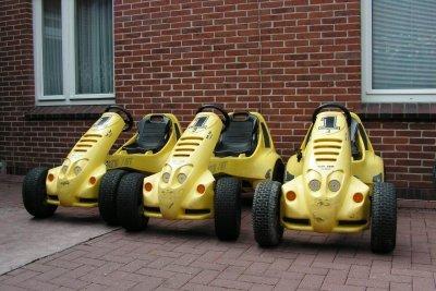 Auch Erwachsenen fahren gerne mit einem Kettcar.