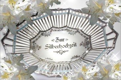Zur Silberhochzeit sollten Sie eine große Feier organisieren.
