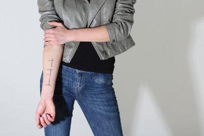 Unterarm und Handgelenk sind ideal für Tätowierungen.