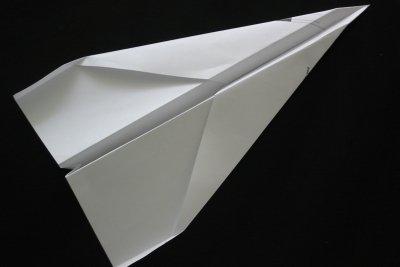 Der fertige Düsenflieger aus Papier