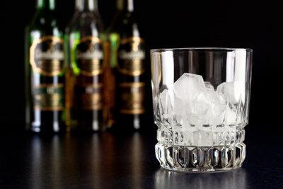 Whiskey können Sie mit Wasser verdünnen.