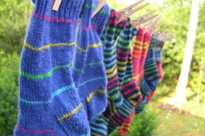 Coole Socken selber stricken – so werden sie modern und individuell.