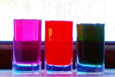 Testen Sie die Farben vor dem Färben.