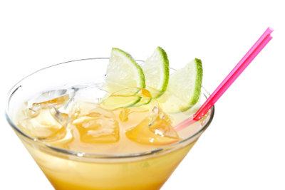Sommerliche Cocktails auf Rumbasis können Sie mit Bacardi Rigo verfeinern.