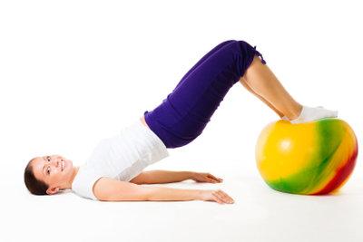 Ernährung und Sport erleichtern das Abnehmen.