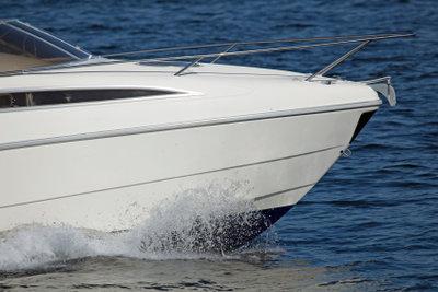 Auf Binnengewässer Sportboote führen
