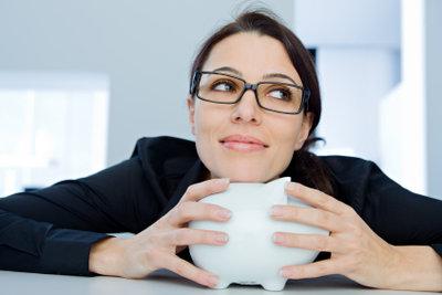 Brillen können sogar kostengünstiger als Kontaktlinsen sein.