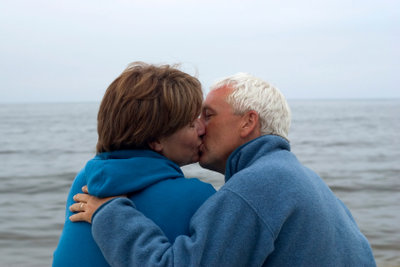 Herpes wird durch Küssen übertragen.