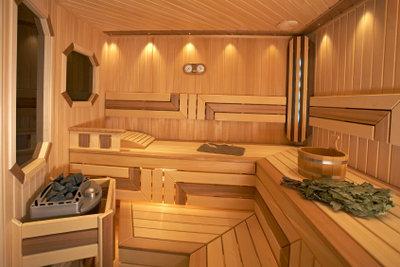 Eine Sauna ist mit Energiekosten verbunden.