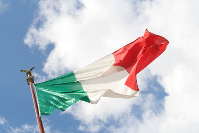 Die italienische Flagge weht im Wind.