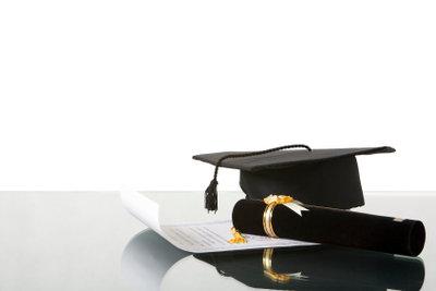 Auch Simskinder müssen lernen, um einen Schulabschluss zu bekommen.