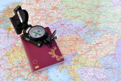 Landkarte und Kompass werden mit einem Navigationssystem überflüssig.