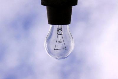 Deckenlampen sollten richtig angeschlossen werden.