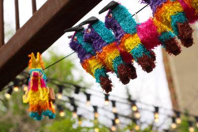 Coole Party-Spiele und eine Piñata - damit wird Ihre nächste Feier ein Erfolg.