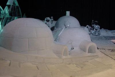 Aus dem Iglu zum Karneval im Eskimo-Kostüm.