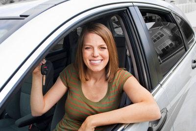 Ein Auto kann unter engen Voraussetzungen vom Arbeitsamt bezahlt werden.